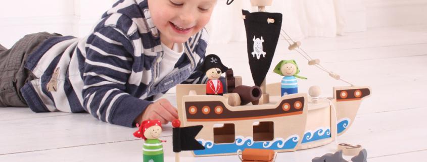 Bateau de pirates en bois